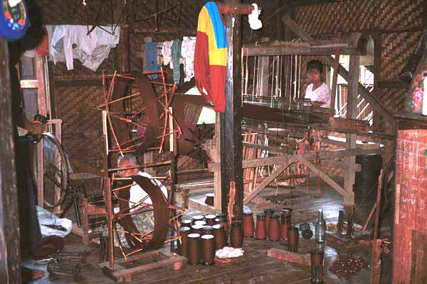 Jpeg 41K 9809R13 Winding the spools and weaving cloth for monks' clothing in a house off a waterway at the back of the floating market at Ywa-ma- Lake Inle, Shan State.