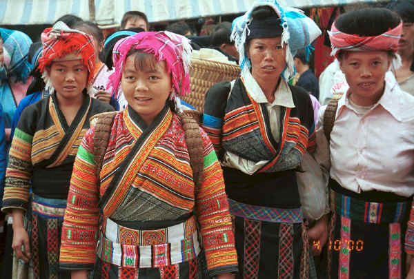 Flower Miao women ready to sell their textiles - De Wo market, De Wo township, Longlin county, Guangxi province 0010f31.jpg