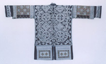 to Jpeg 64K 46 J8 This Ge Jia jacket has been waxed on two pieces of hand-spun and woven cloth (tu bu).