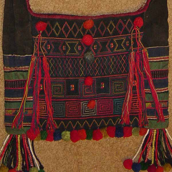 51K Jpeg Hani embroidered and trimmed bag, Menghaicounty, Yunnan province, southwest China