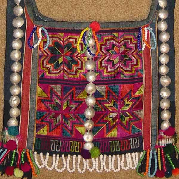 51K Jpeg Hani embroidered and trimmed bag, Menghai county, Yunnan province, southwest China