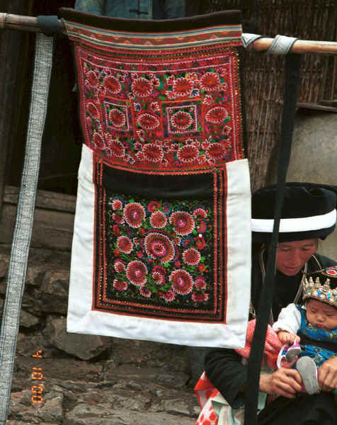 Side comb Miao embroidered baby carrier - Long Dong village, De Wo township, Longlin country, Guangxi province 0010e12.jpg