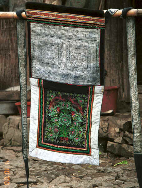 Side comb Miao baby carrier with the top and ties decorated in indigo batik and the bottom in embroidery - Long Dong village, De Wo township, Longlin country, Guangxi province 0010e13.jpg