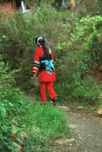 Jpeg 43K One of the Sani workers returning to the village - Stone Forest, Shilin, Stone Forest county, Yunnan province 0010b01.jpg
