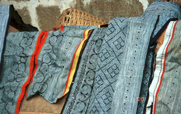Pieces of Side Comb Miao batik for jackets and skirts - Xian Ma village, Hou Chang township, Puding county, Guizhou province 0010y34.jpg