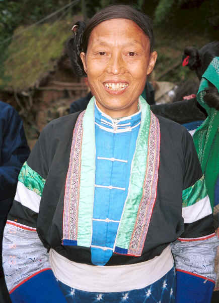 Side Comb Miao woman showing 'side comb' hairstyle - Xian Ma village, Hou Chang township, Puding county, Guizhou province 0010y35.jpg