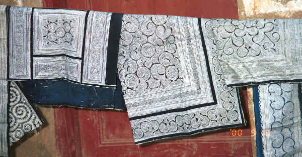 Side Comb Miao batik pieces for baby carriers - Xian Ma village, Hou Chang township, Puding county, Guizhou province 0010y37.jpg