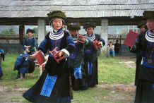 to 17K gallery of photos taken on 9 October 2000 in Zuo Qi village, Min Gu township, Zhenfeng country, Guizhou province 0010p25.jpg