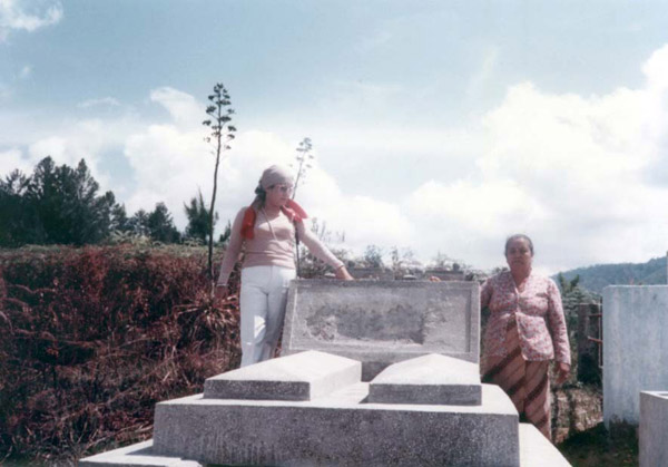 The graves of Jakobus L. Tobing and his wife Nai Horja in the Silindung valley after the reburial. Their great grandaughter, Vera, is shown standing on the edge of the graves and her mother, Tianur br. Hutabarat is shown to the right of the photo. Tianur is the wife of Tahi Sumurung L. Tobing, the eldest son of Theodorik and Ernestina. Vera is the eldest child of Tianur and Tahi. Simon, shown above is her eldest brother.