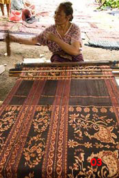 85K Jpg - ikat on the loom at Sikka village