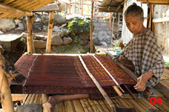 to 75K Jpg - weaving with a backstrap loom at Nggela