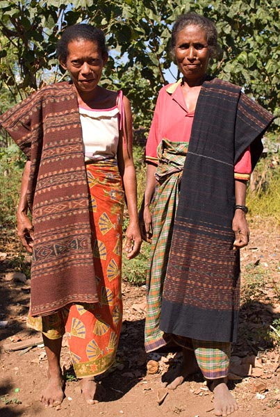 Margareta Lolon (right) and Juliana Boy from Ili Api, with sarongs that they wove themselves. The red sarong on the left is used for wrapping elephant tusks given in bridewealth exchanges, while the dark blue sarong at right is worn by the bride's family members at weddings