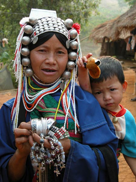 Jpeg 56K Loimi-Akha woman and her son in a village near Chiang Rai 3246