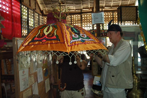 Jpeg 60K Nick Fielding examining a locally made parasol at the Aljamelah Inaul Weaving and Sewing Center - Mindanao, 2007