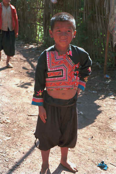 Blue Hmong boy in a village on Doi Chiang Dao along the road from Chiang Mail to Fang 8812n32