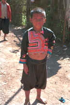 to Jpeg 34K Blue Hmong boy in a village on Doi Chiang Dao along the road from Chiang Mail to Fang 8812n32