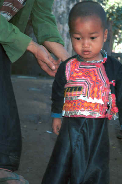 Blue Hmong little boy in a village on Doi Chiang Dao along the road from Chiang Mail to Fang 8812o02