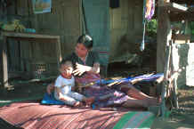 to Jpeg 33K Sgaw Karen woman and child in her backstrap loom 8812p00.jpg