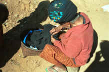 to Jpeg 25K An old Yao lady - she said she was in her eighties - sitting in the sun sewing 8812q18.jpg