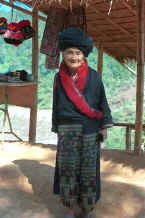 to Jpeg 30K An old Yao woman in a village in the hills around Chiang Rai 8812q22.jpg