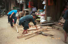 to Jpeg 30K Black Hmong workmen in the streets of Sa Pa, Lao Cai Province 9510I19.JPG