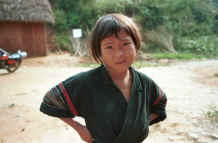 to Jpeg 26K Black Hmong girl near a school in the hills around Sa Pa, Lao Cai Province 9510J10.JPG