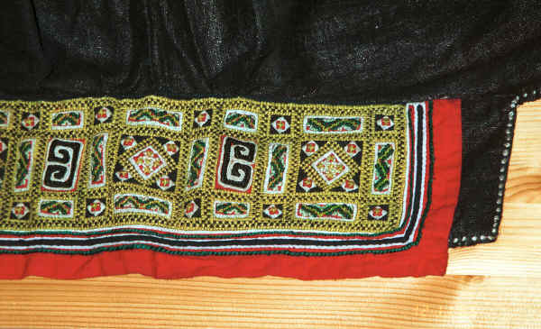 Jpeg 40K Embroidered underside of a collar on a Black Hmong boy's sleeveless jacket.  This was purchased in Hanoi but similar to those from Black Hmong groups in the Sa Pa area, Lao Cai province 9511A29.JPG