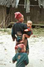 Jpeg 51K Dzao 13 woman and 2 young children