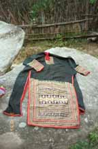 Jpeg 112K Dzao 17 back of Dzao woman's coat
