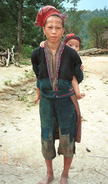 Dzao mother and baby 9510K01.jpg (51978 bytes)
