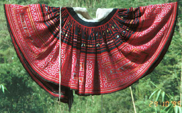 Green Hmong woman's skirt in a village in Lai Chau province, northern Vietnam 9510f26.jpg
