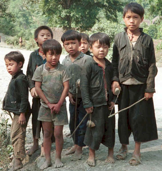 The 'welcoming party' - Green Hmong boys with slings on the road outside their village in Lai Chau province, northern Vietnam 9510f28.jpg